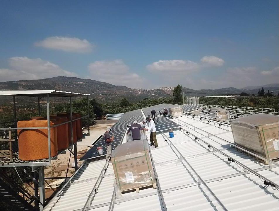 התקנת מערכת סולארית בכפר מראר